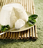 Ricotta with spinach leaves
