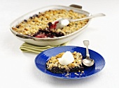 Blueberry gratin with crispy topping