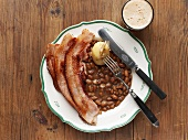 Brown beans with fried bacon