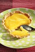 Lemon tartlet with spoon