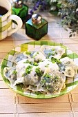 Ravioli with spinach filling and cheese sauce