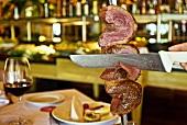 Pincanha (Rindfleisch) am Spiess nach Churrasco-Zubereitungsart (Brasilien)