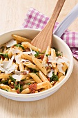 Penne al pomodoro secco (pasta with dried tomatoes and pine nuts)