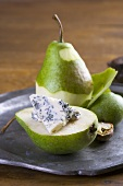 Pear with blue cheese and walnut