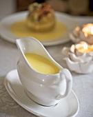 Vanillesauce in der Sauciere