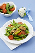 Mangetout and tomato salad with pieces of chicken