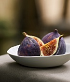 Whole fig and one cut into pieces