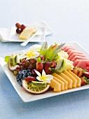 Verschiedene, gemischte Früchte auf einer Platte