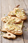 Chestnut flatbread with apple and onion