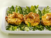 Semolina cakes with chanterelles on rocket