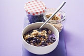 Quick berry muesli