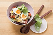 Lukewarm tender wheat salad with egg