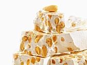 Torrone (Süssigkeit aus Honig und Nüssen)