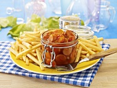 Currywurst (sausage with curry sauce & curry powder) in jar with chips