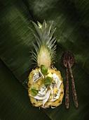 Bacalao Pina Colada (Kabeljau mit Kokossauce in Ananashälfte)
