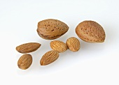 Almonds, shelled and unshelled