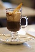 Caffè della casa (Kaffeegetränk mit Grappa & Schlagsahne)