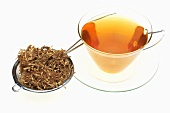 Tee aus Seidenakazienblüten (Albizzia flos)