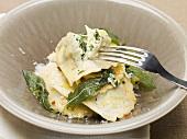 Ravioli con gli spinaci (Ravioli with spinach filling, Italy)