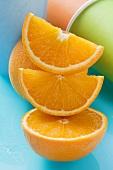 Stack of oranges and orange pieces