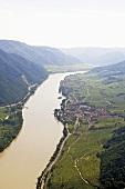 Die Donau bei Weissenkirchen, Weinort der Wachau, Österreich