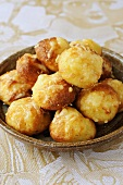 Gougères au fromage (Choux pastries with cheese, France)