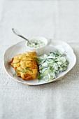 Backfisch mit Gurkensalat und Remoulade