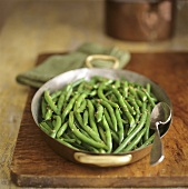 Green beans with mustard seeds in a small pan
