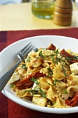Pasta salad with dried tomatoes and feta