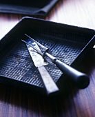 Roasting tin with carving cutlery