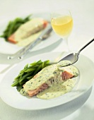 Salmon steak with parsley sauce and green beans