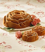 Rose-shaped sponge cakes