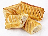 Sausage rolls (Sausages in puff pastry)