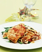 Chicken breast with tomato sauce, beans, mushrooms & linguine