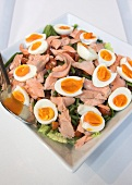 Salade niçoise with organic salmon