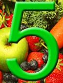 Fünf am Tag-Plakat mit grüner Fünf auf buntem Untergrund