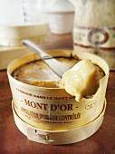 Vacherin Mont d'Or with knife