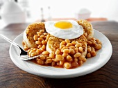 English breakfast: crumpets, fried egg and baked beans