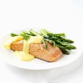 Salmon steak with green asparagus and hollandaise sauce