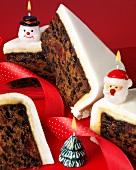 Christmas Cake-Stücke mit Weihnachts-Kerzen (England)