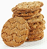 Smorre: small, dark, round crispbreads (stacked)