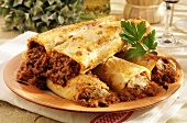 Five cannelloni with mince filling