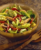 Lukewarm chicken salad with pepper