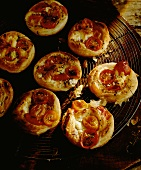 Puff pastry tartlets with goat's cheese and tomatoes