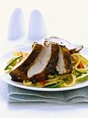 Nudelsalat mit Hähnchen und Hoisinsauce (Asien)