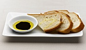 Pane e olio (White bread with olive oil, Italy)