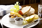 Traditional Ploughman's Lunch (UK)