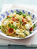 Linguine with rocket, cherry tomatoes and mozzarella