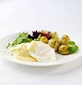 Pochiertes Ei mit Sauce Bearnaise und Petersilienkartoffeln