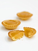 Lemon curd tarts (UK)